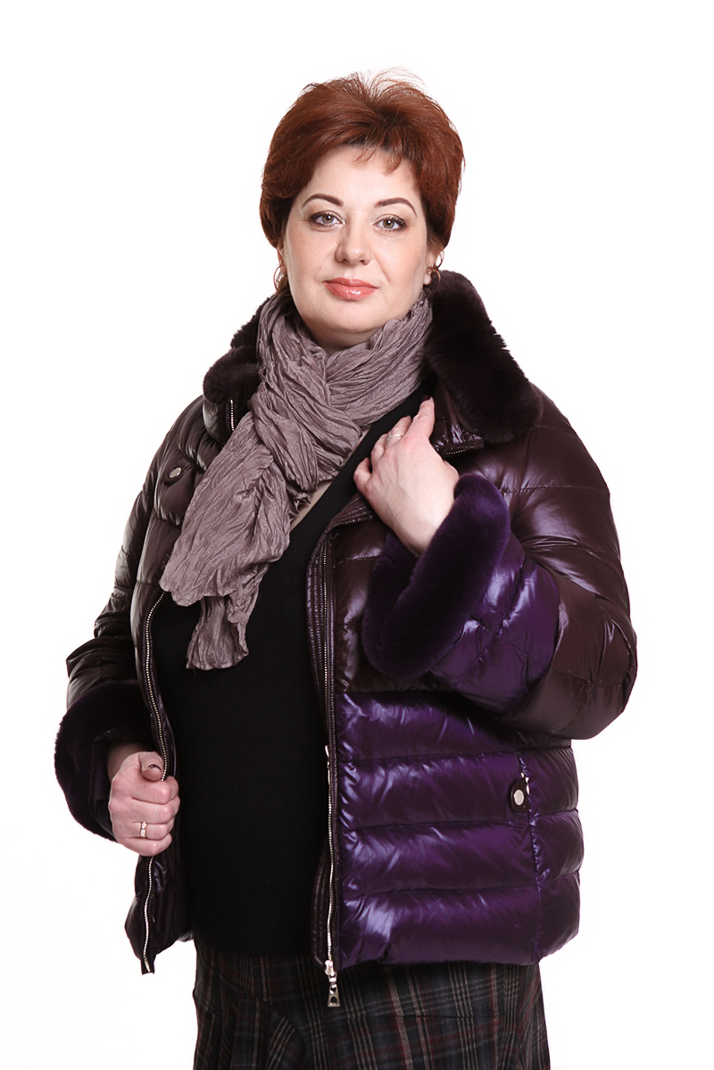 """Куртка """"DIEGO M"""" (ИТАЛИЯ) оторочена мехомЦвет: бордо/фиолетовый/серый. - 35990 руб"""